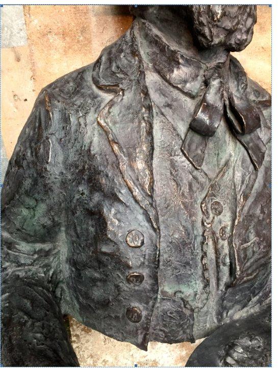 detail standbeeld afgewerkt